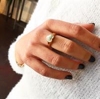 טבעת לב חותם זרת זהב