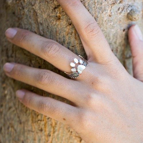 טבעת כנפיים עם כף רגל