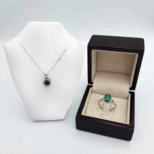 סט טבעת ושרשרת אמרלד זהב והלומים