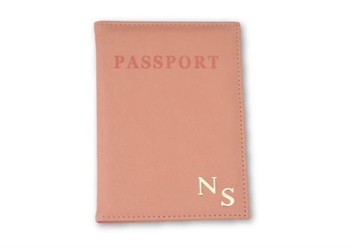 כיסוי לדרכון אפרסק עם אותיות כסף חלקות