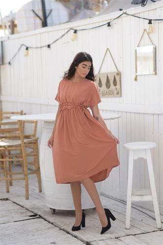 שמלת הילה אפרסק