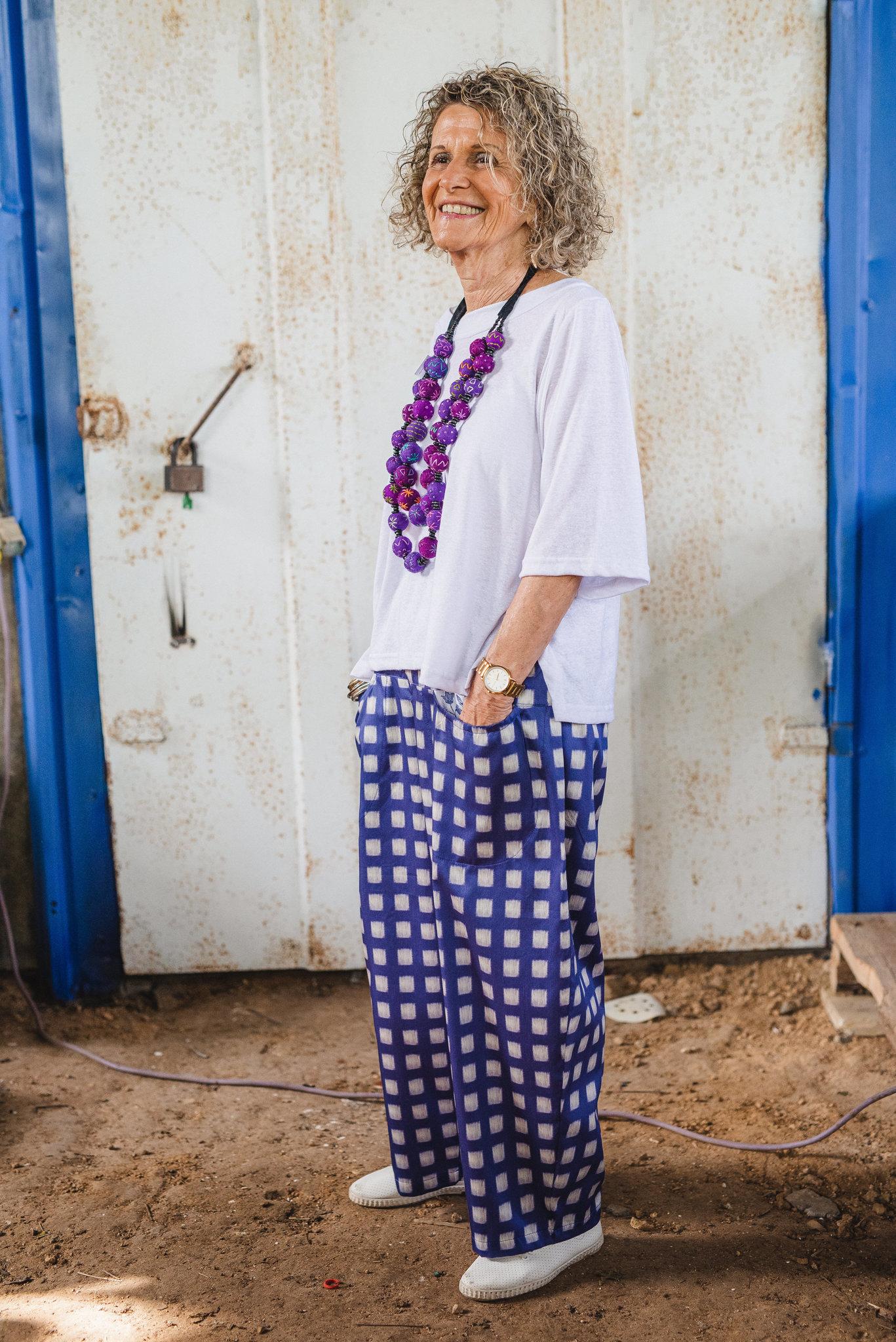 מכנסיים מדגם מיכאלה בצבע כחול רויאל עם ריבועים באוף ווייט