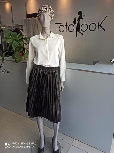 חצאית דמוי עור שחורה