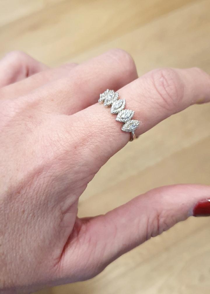 טבעת ג'ני מכסף 5 מעויינים משובצים