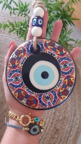 עין זכוכית מעוטרת לתליה צבעונית