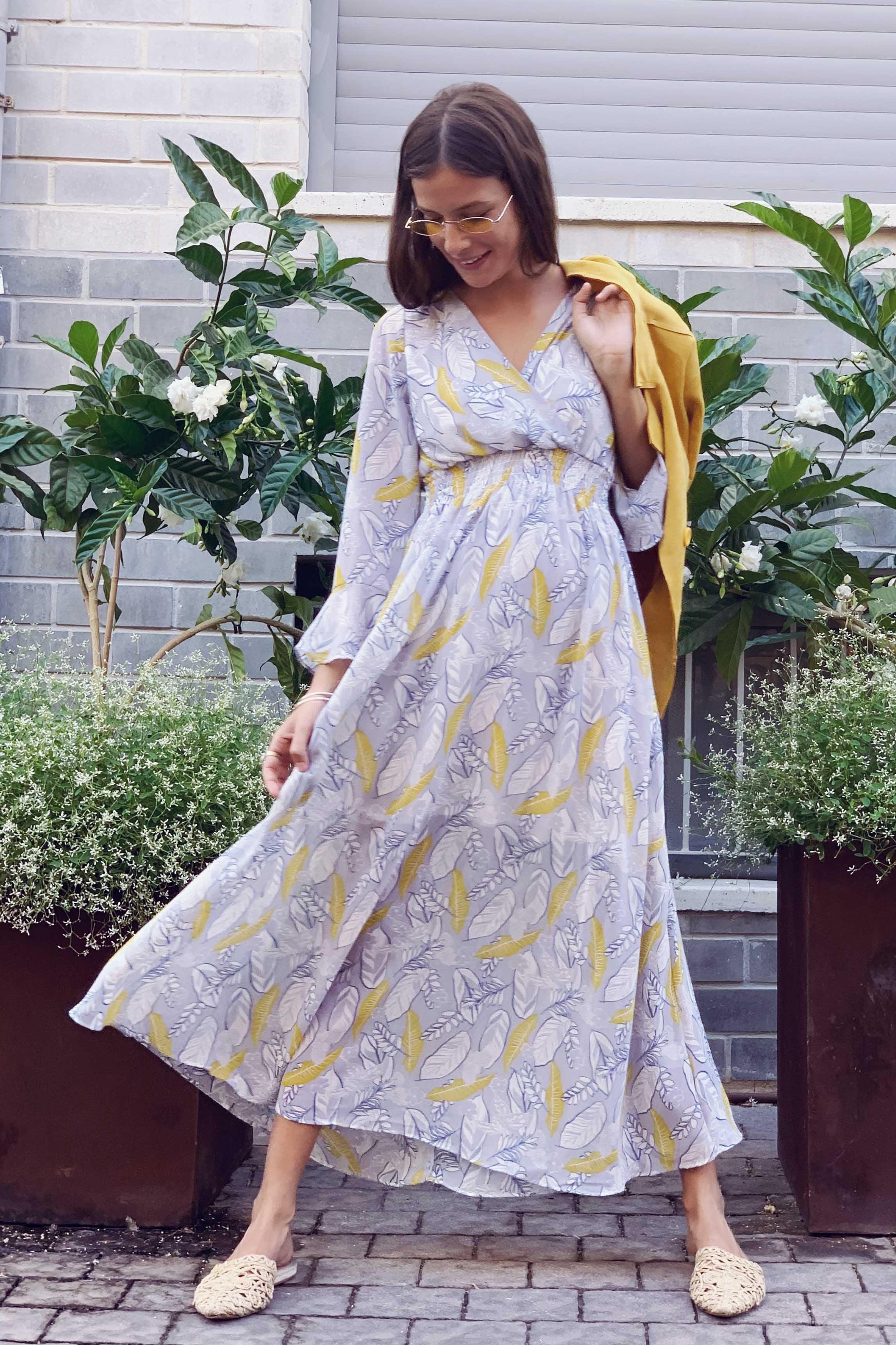 שמלת מידי מרלין מפתח V קשירה בגב