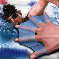 כפפות סיליקון לשיפור הכושר ומהירות השחיה.