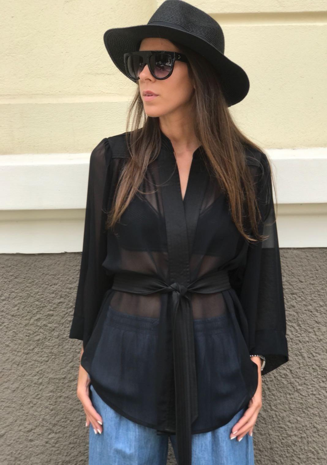 חולצת תומאס שחורה / SABINA