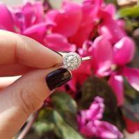 """טבעת """"האלו"""" זהב 14 קראט משובצת 0.55 קראט יהלומים"""
