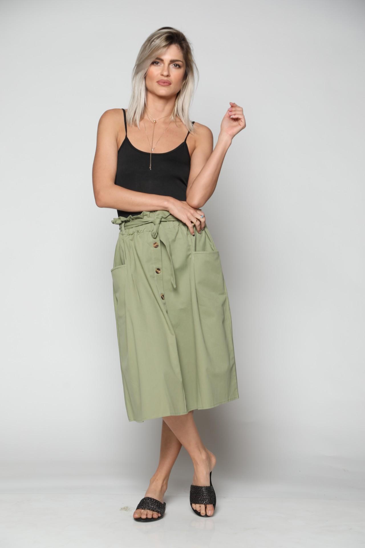 חצאית נשים מעוצבת שילוב כפתורים זית