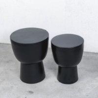סט של 2 שולחנות צד שחורים עשויים מתכת (עם רגל)