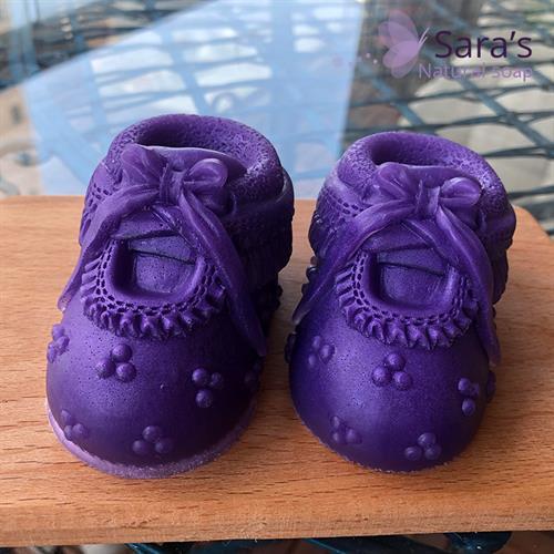 זוג נעלי בובה