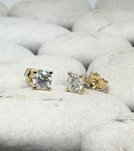 עגילי יהלומים 0.80 קראט דגם מרטיני | עגילי יהלומים צמודים לאוזן | עגילי יהלומים סוליטר בזול