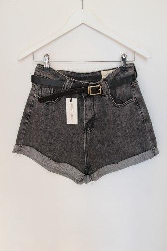 ג'ינס קצר קלאסי שחור