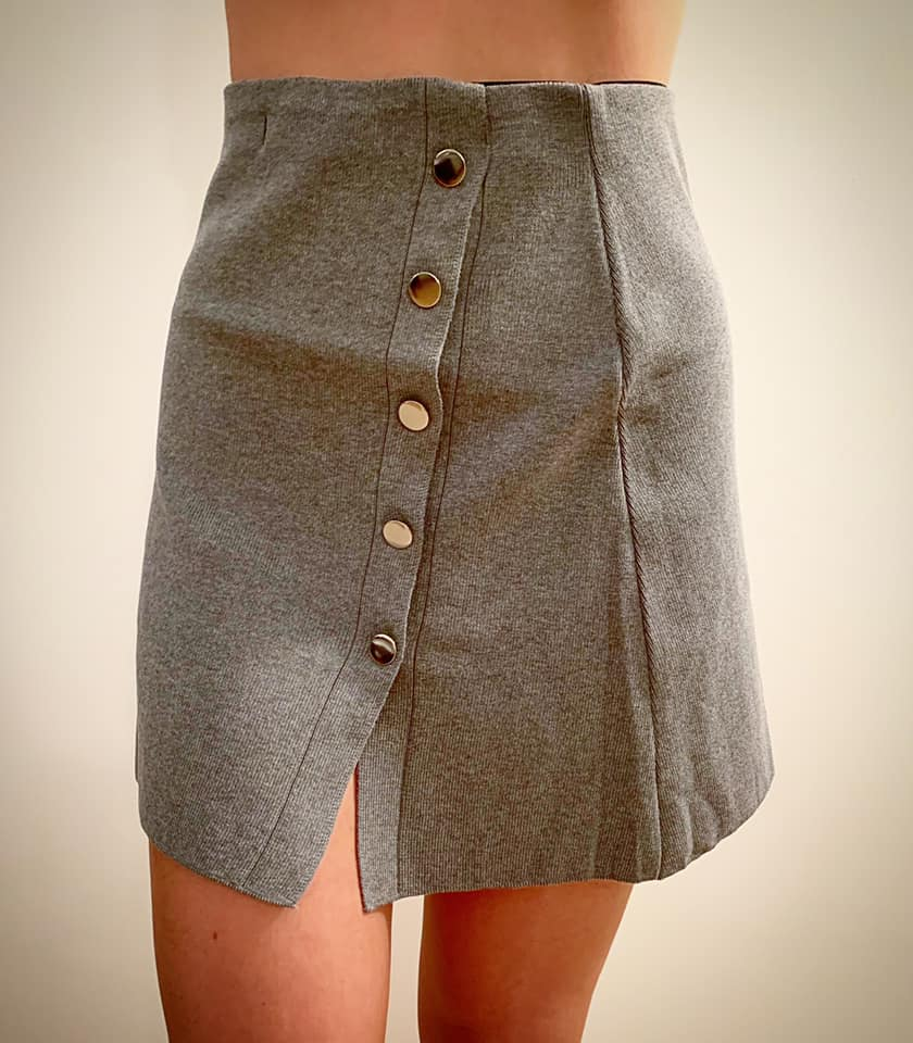 חצאית סריג כפתורים - אפורה