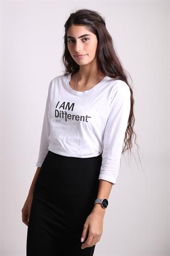 i am different שרוול 3/4