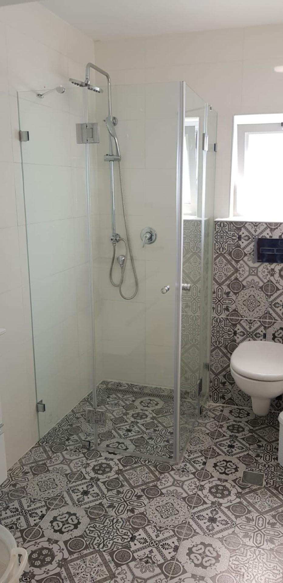 מקלחון פינתי ונציה 2