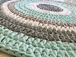 שטיחים סרוגים, שטיח לחדר ילדים, שטיח סרוג, שטיחים, שטיחים סרוגים, עיצוב חדרי ילדים, עיצוב חדרים, עיצוב פנים, שטיח עגול