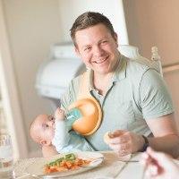 מחזיק בקבוק האכלה לתינוק