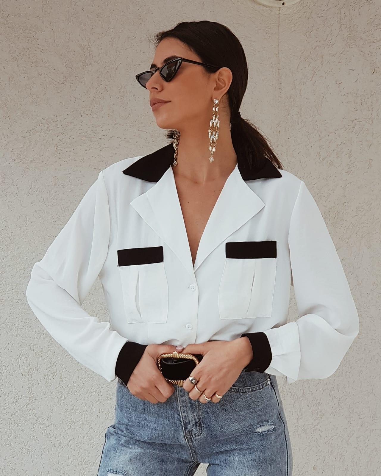 חולצת צווארון שחור לבן  - גוון לבן