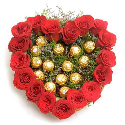 זר לב אדום + שוקולד מתוק בפנים