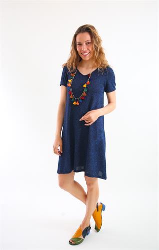 שמלת ונציה כחולה עם שרוול קצר.