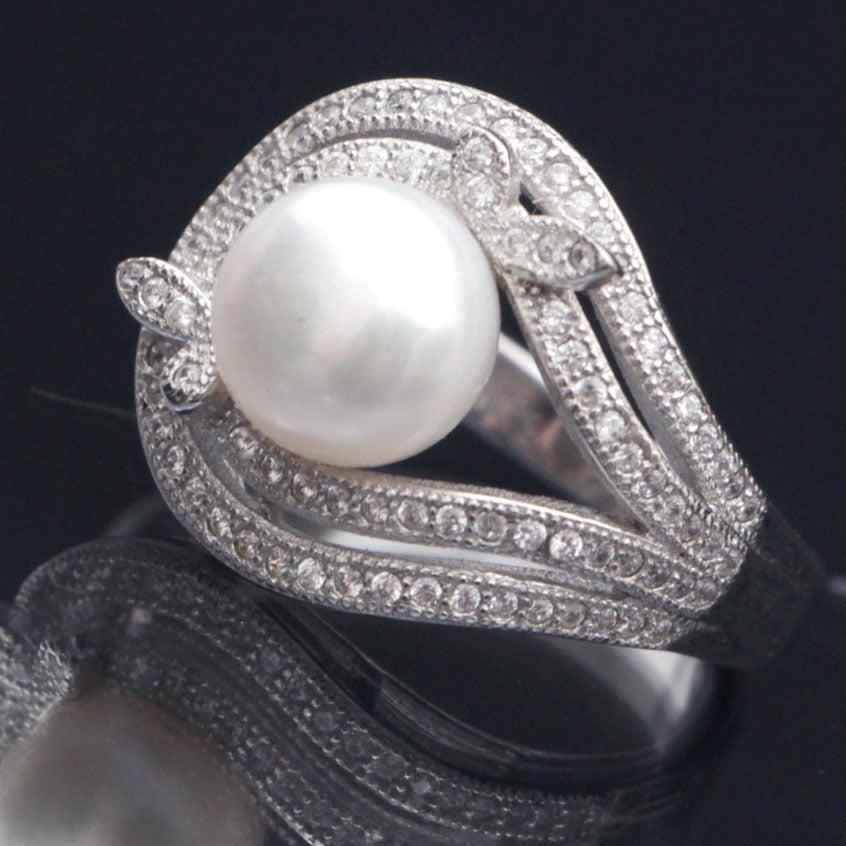 טבעת כסף משובצת פנינה לבנה וזרקונים