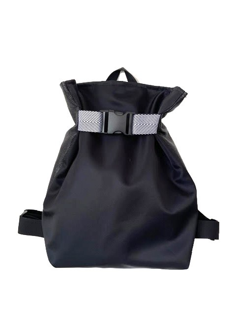 תיק גב משולש בצבע שחור