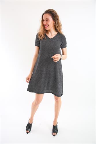 שמלת ונציה כסופה עם שרוול קצר.