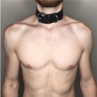 קולר שחור או לצוואר או ליד