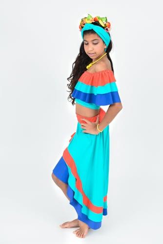 רקדנית קובנית צבעונית