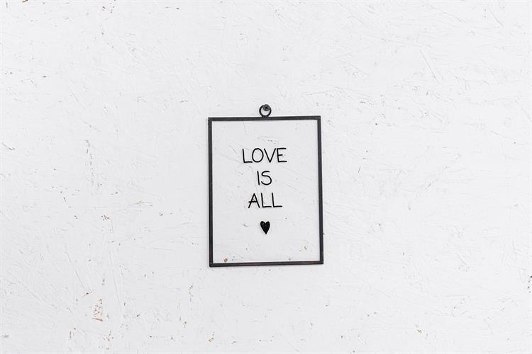 שלט זכוכית גדול -  LOVE IS ALL (שחור)