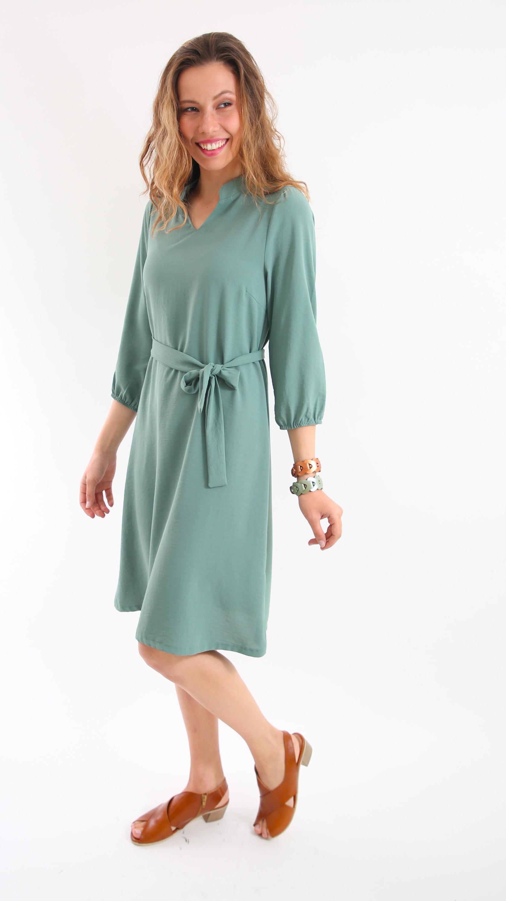 שמלת עירית ירוקה.