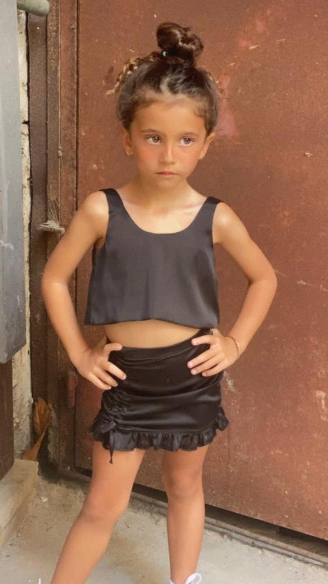 חליפת חצאית סאטן שחורה