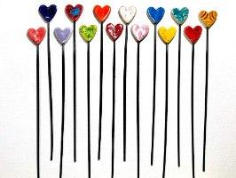 זוג לבבות קטנים על מקלות לעיצוב עציץ
