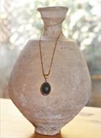 שרשרת גולדפילד עם תליון של זכוכית רומית עתיקה בצבע ירוק כהה. אחת ויחידה!