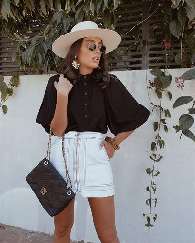 חולצת ג'ודית טווס - שחורה