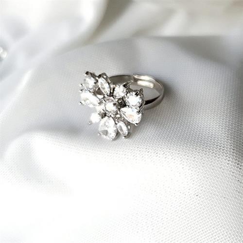 טבעת פרח זרקונים