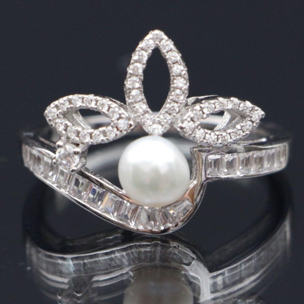 טבעת כסף משובצת פנינה וזרקונים