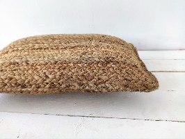 כרית מלבנית עשויה מחצלת יוטה