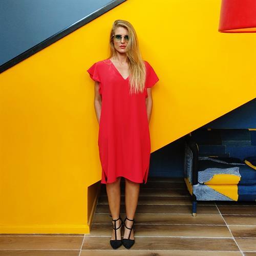 שמלת אנני V אדומה