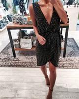 שמלת קורטני שחורה