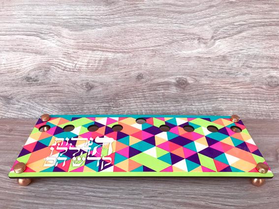 חנוכיה משולשים צבעוניים 003