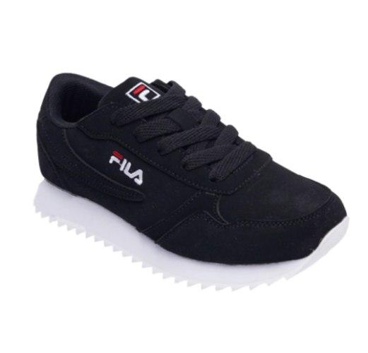 נעל ספורט שחורה