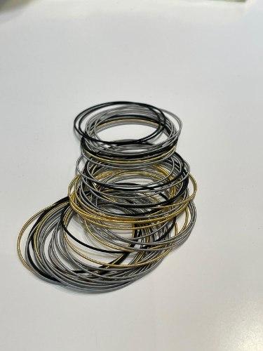 צמידי קפיץ מעורב שחור זהב אפור
