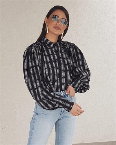 חולצת ג׳ודית  שרוול בלון - אתנית שחורה