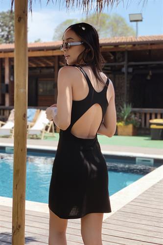 שמלת סופי מפתח גב שחורה