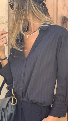 חולצת צווארון TEXTURE שחורה