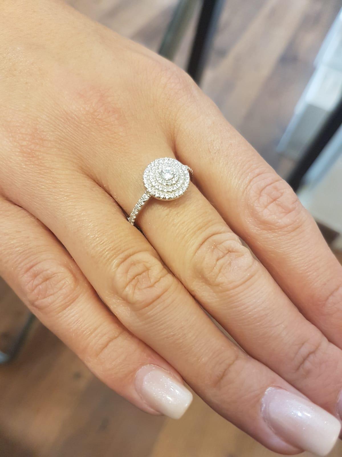 טבעת עיגולים משובצת