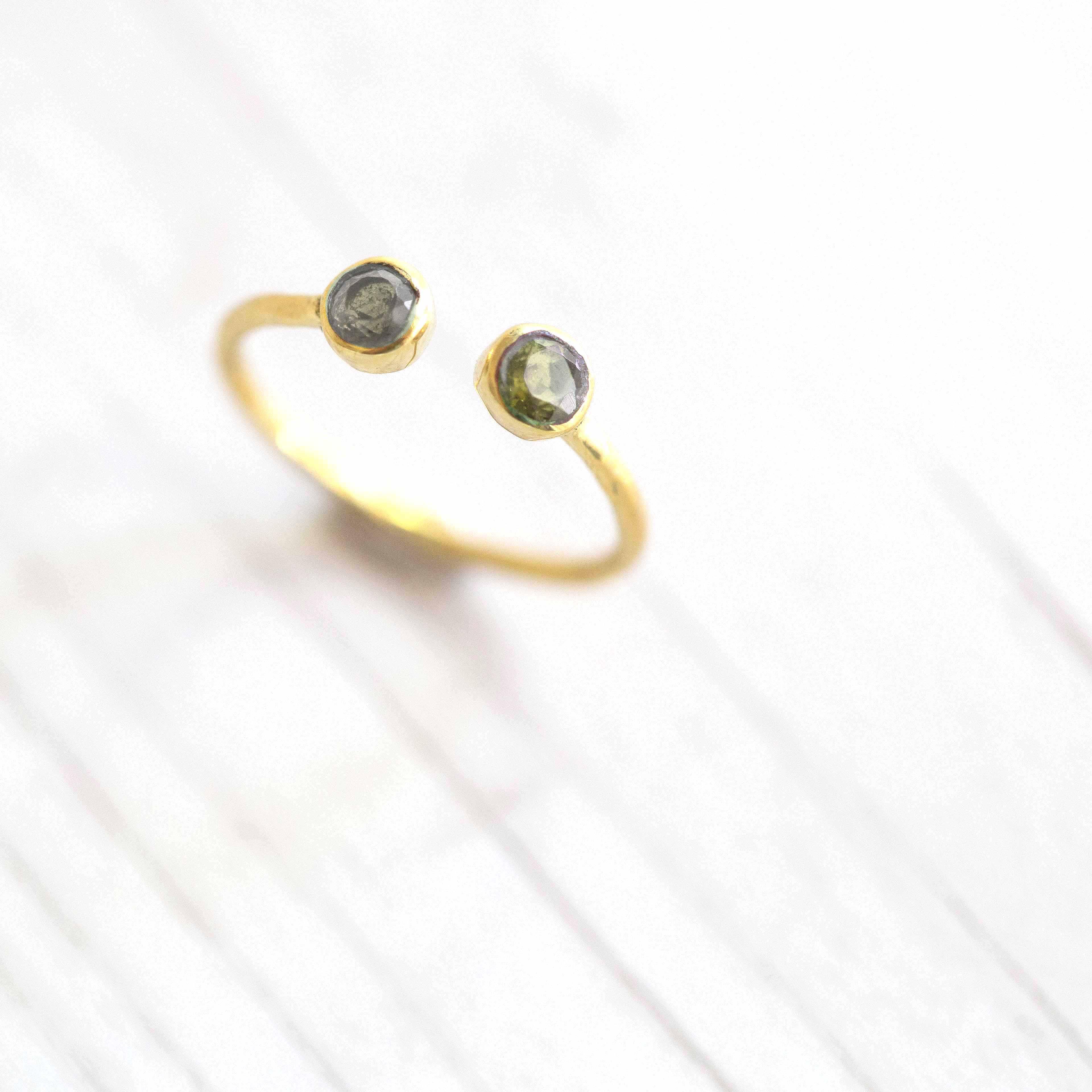 טבעת שתי אבנים לברדורייט